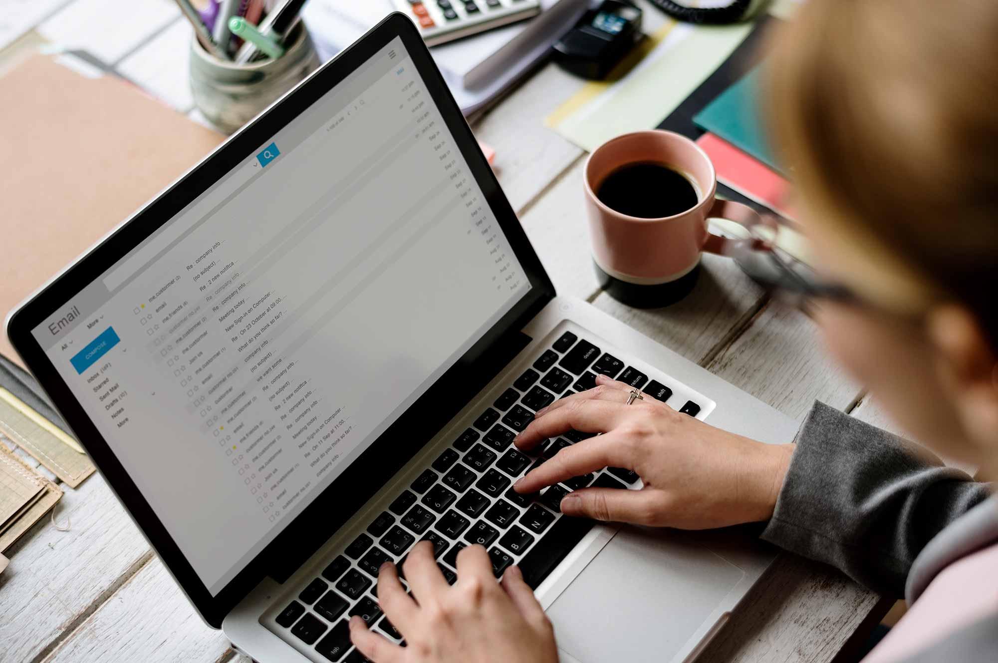One.com E-post inställningar för olika mail klient och andra funktioner som automatiskt svar