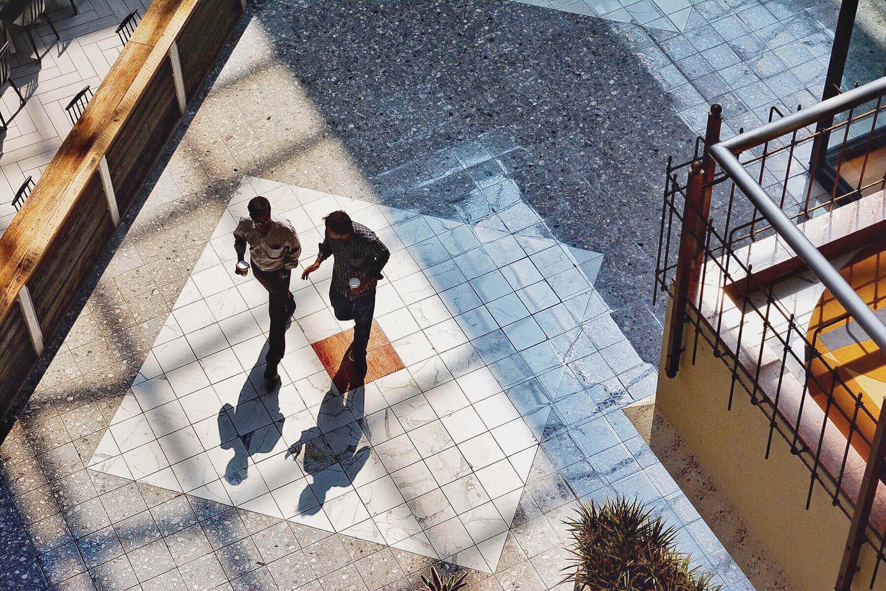 Fokus på två personer, relaterad med att skapa målgrupper och fokusera på dessa för bättre marknadsföring